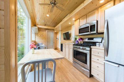 Tiny House With Full Size Appliances Can Sleep 8