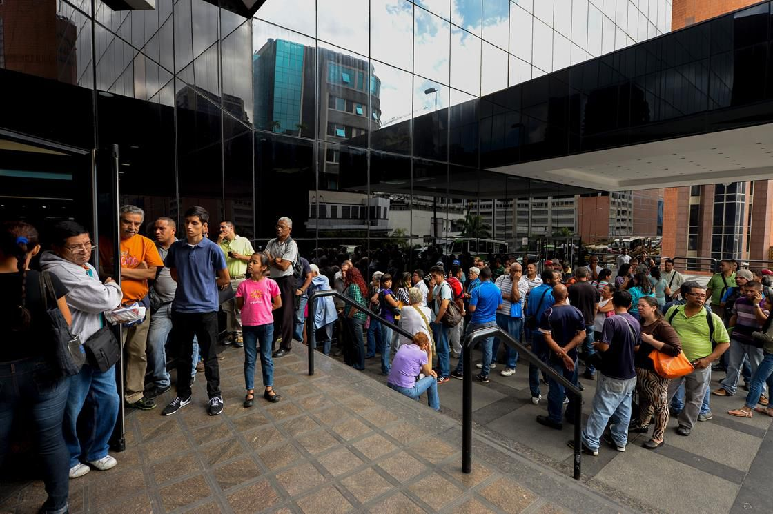 Venezuelans in line for the bank