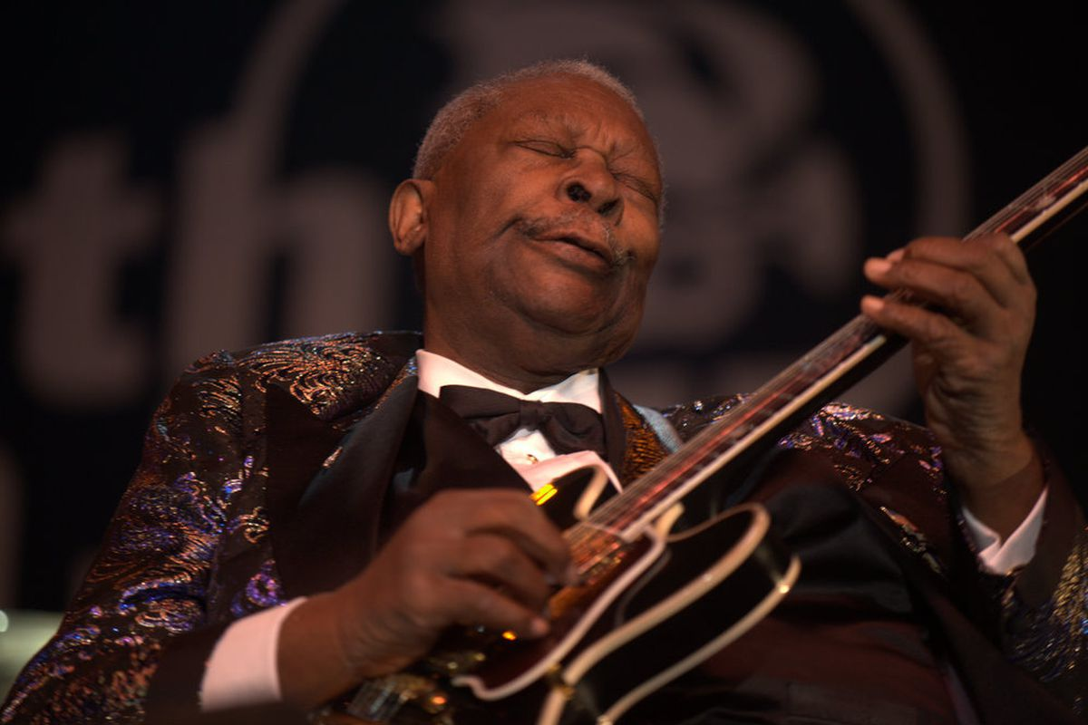 """B.B. King playing """"Lucille,"""" a modified Gibson ES-350 semi-acoustic guitar."""