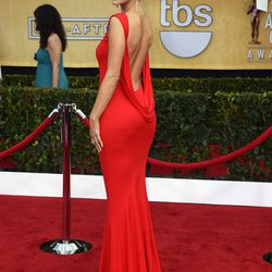 Maria Menounos looking hot in red.