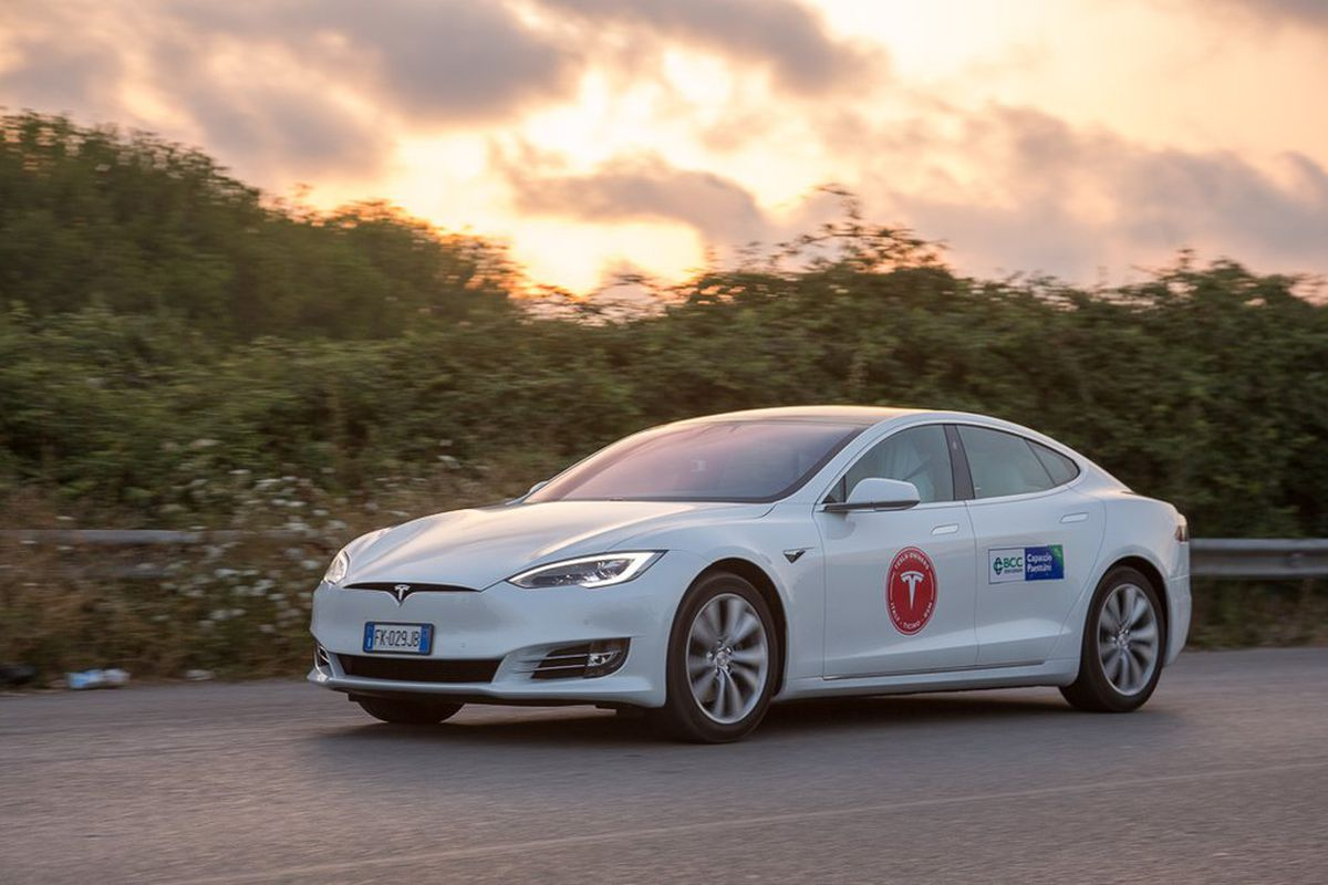 Italian Tesla Drivers Set Distance Record After Driving Model S 670 Miles On A Single Charge