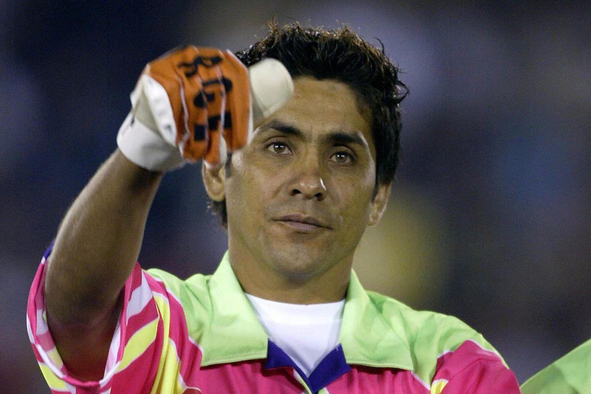 Mexican star goalkeeper Jorge Campos sal