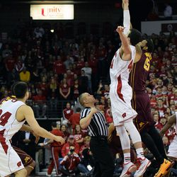 Frank Kaminsky competes with Maurice Walker for the games opening jump ball
