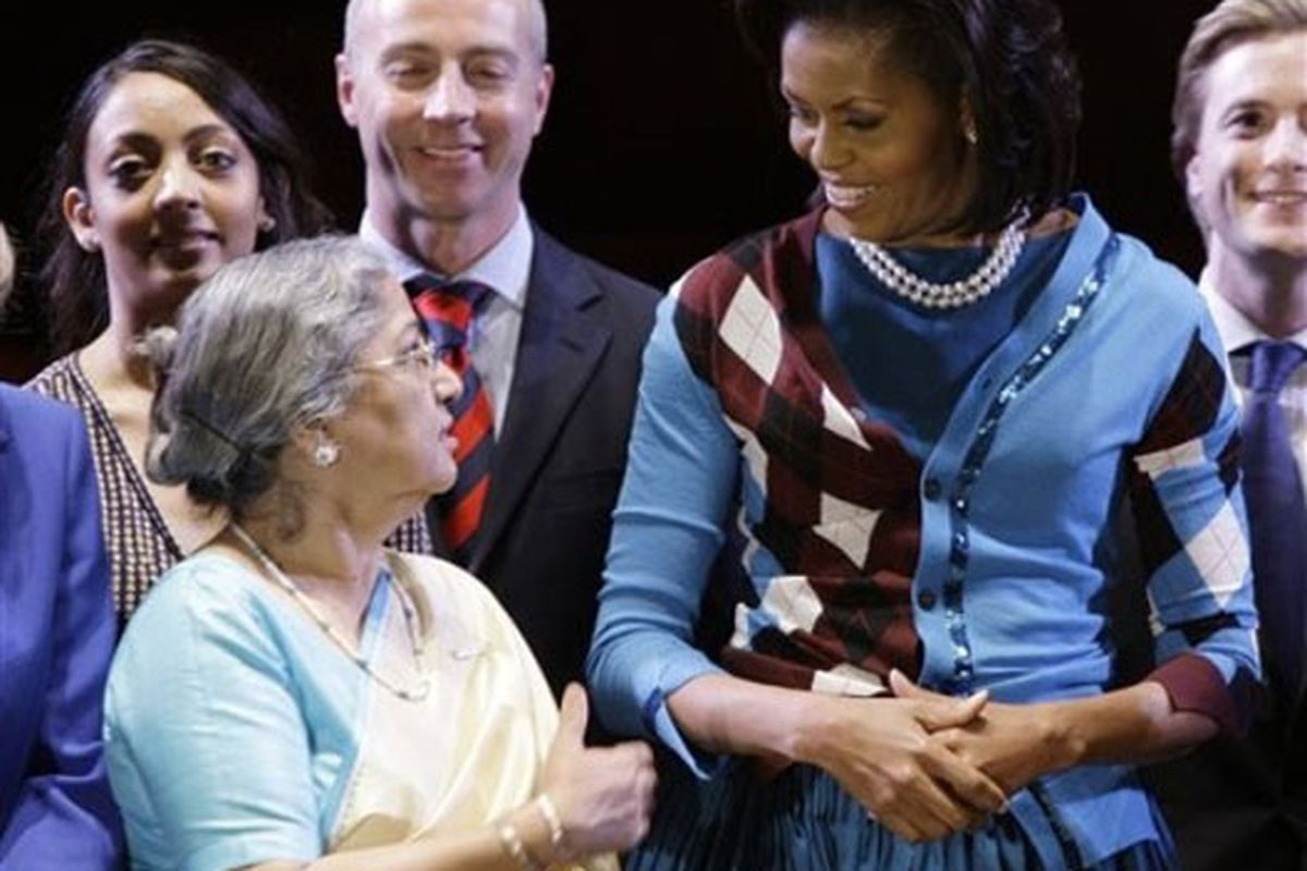 """Image of Obama with Gursharan Kaur, wife of Indian Prime Minister Manmohan Singh, via <a href=""""http://www.democraticunderground.com/discuss/duboard.php?az=view_all&amp;address=132x8314263"""">Democratic Underground</a>"""