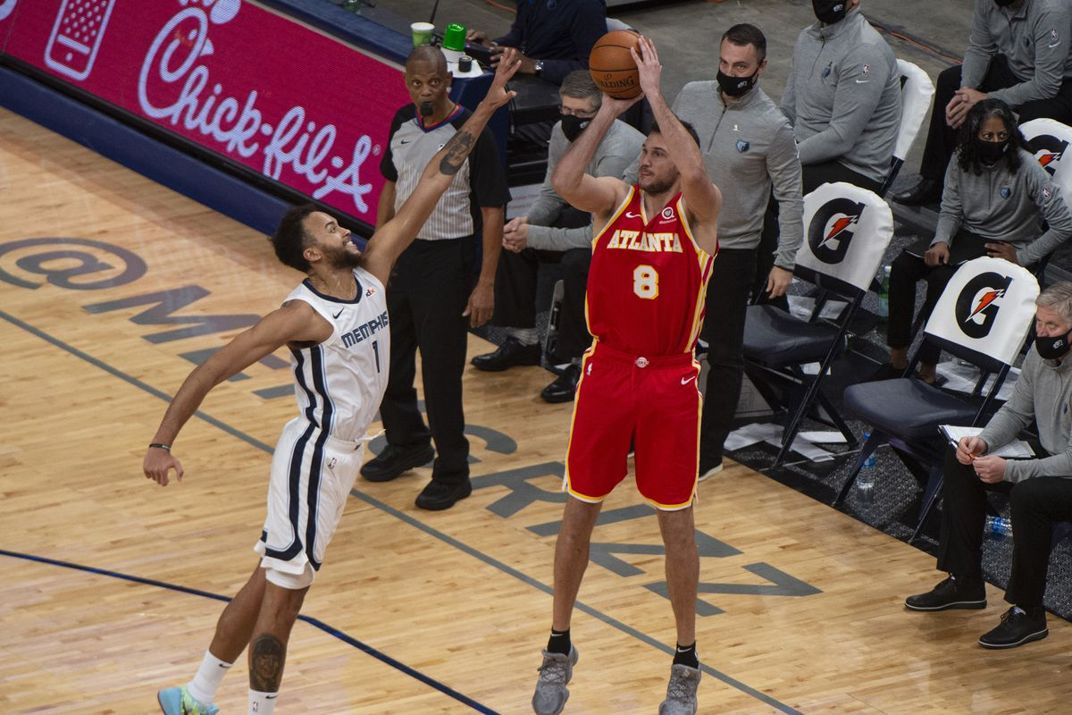 Atlanta Hawks forward Danilo Gallinari shoots against Memphis Grizzlies forward Kyle Anderson during the second half at FedExForum.