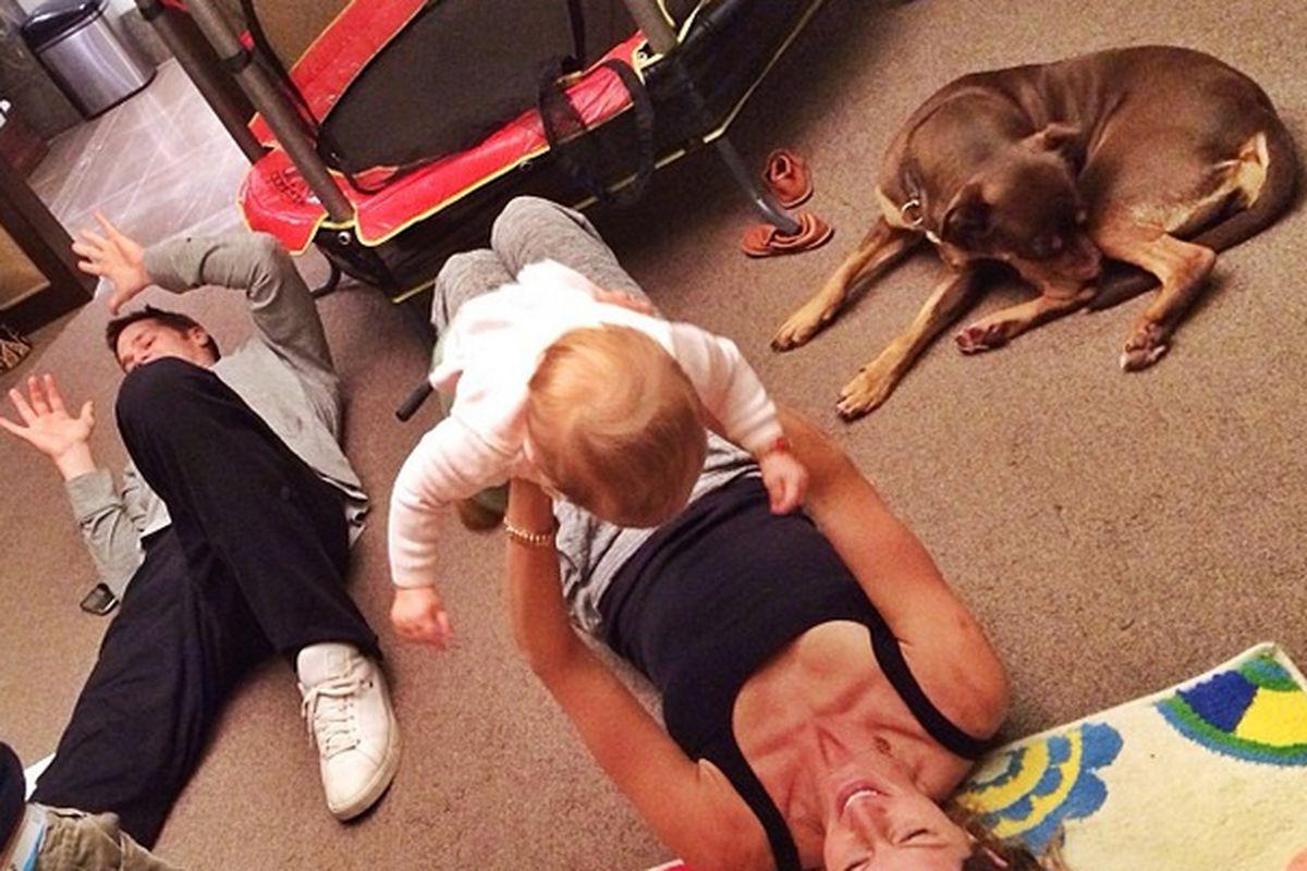 """The family unwinds; Image via <a href=""""http://instagram.com/p/iyulNxHtJr/"""">@giseleofficial</a>/Instagram"""