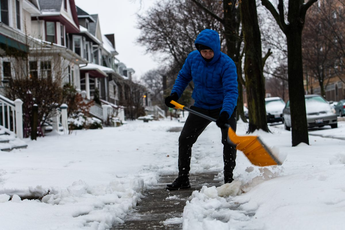 Chicago snowstorm nets 3 inches of snow; bitter cold to follow