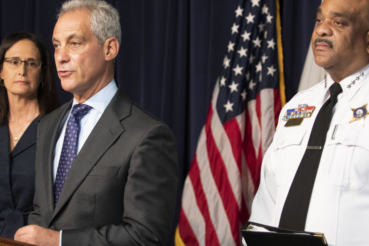 Major new regulations, benefits proposed for Chicago police