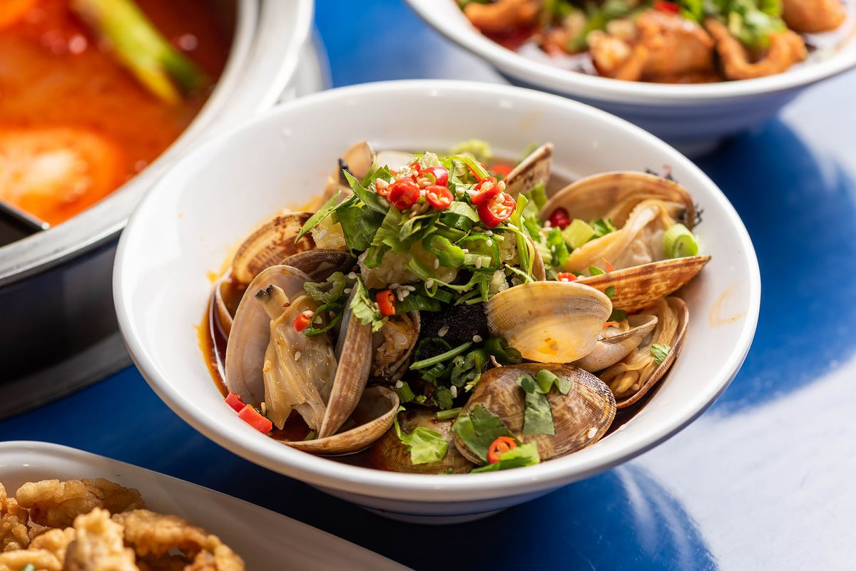Clams at Malubianbian in a white bowl