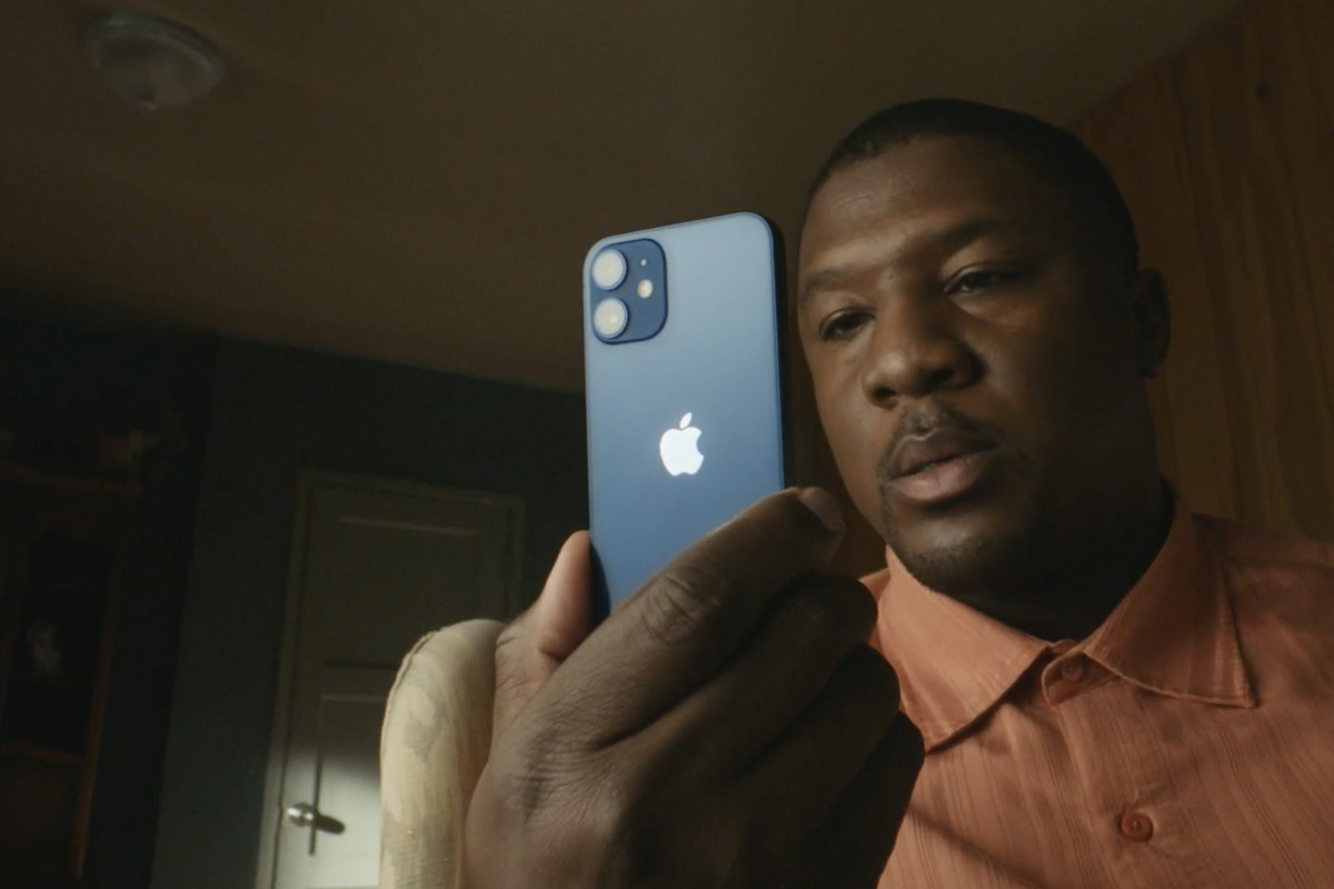 The Iphone 12 Mini Seems Like The Small Iphone I Ve Been Waiting For The Verge