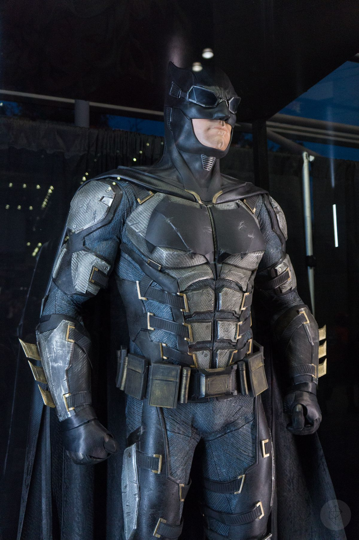 Batman costume from Justice League movie in glass case at NYCC 2017, from the thighs up