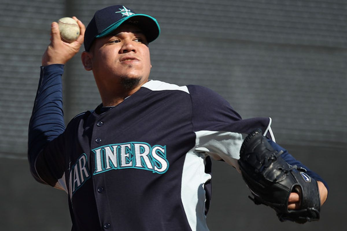PEORIA AZ - FEBRUARY 15:  Pitcher Felix Hernandez #34 of the Seattle Mariners throws during a MLB spring training practice at Peoria Stadium on February 15 2011 in Peoria Arizona.  (Photo by Christian Petersen/Getty Images)