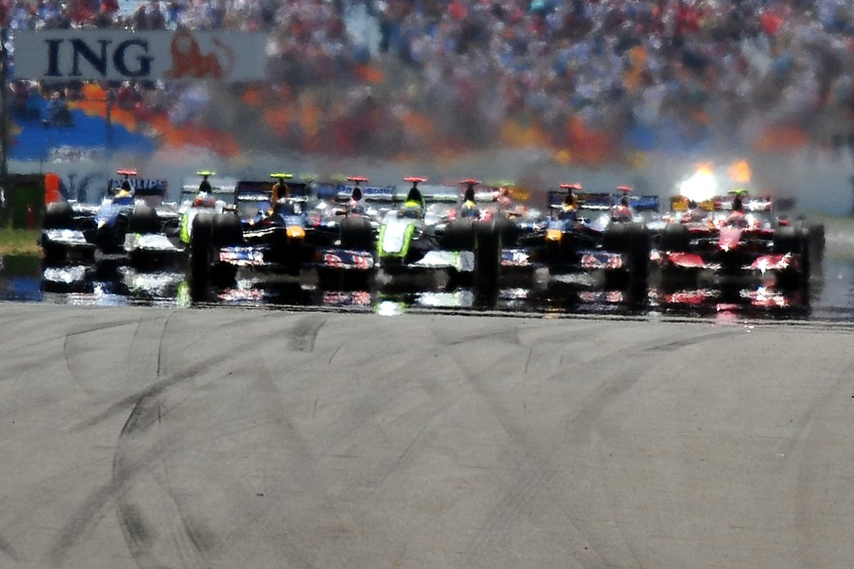 Red Bull's German driver Sebastian Vettel leads the pack drives at the Istanbul Park circuit on June 7, 2009 in Istanbul, at the start of the Turkish Formula One Grand Prix.
