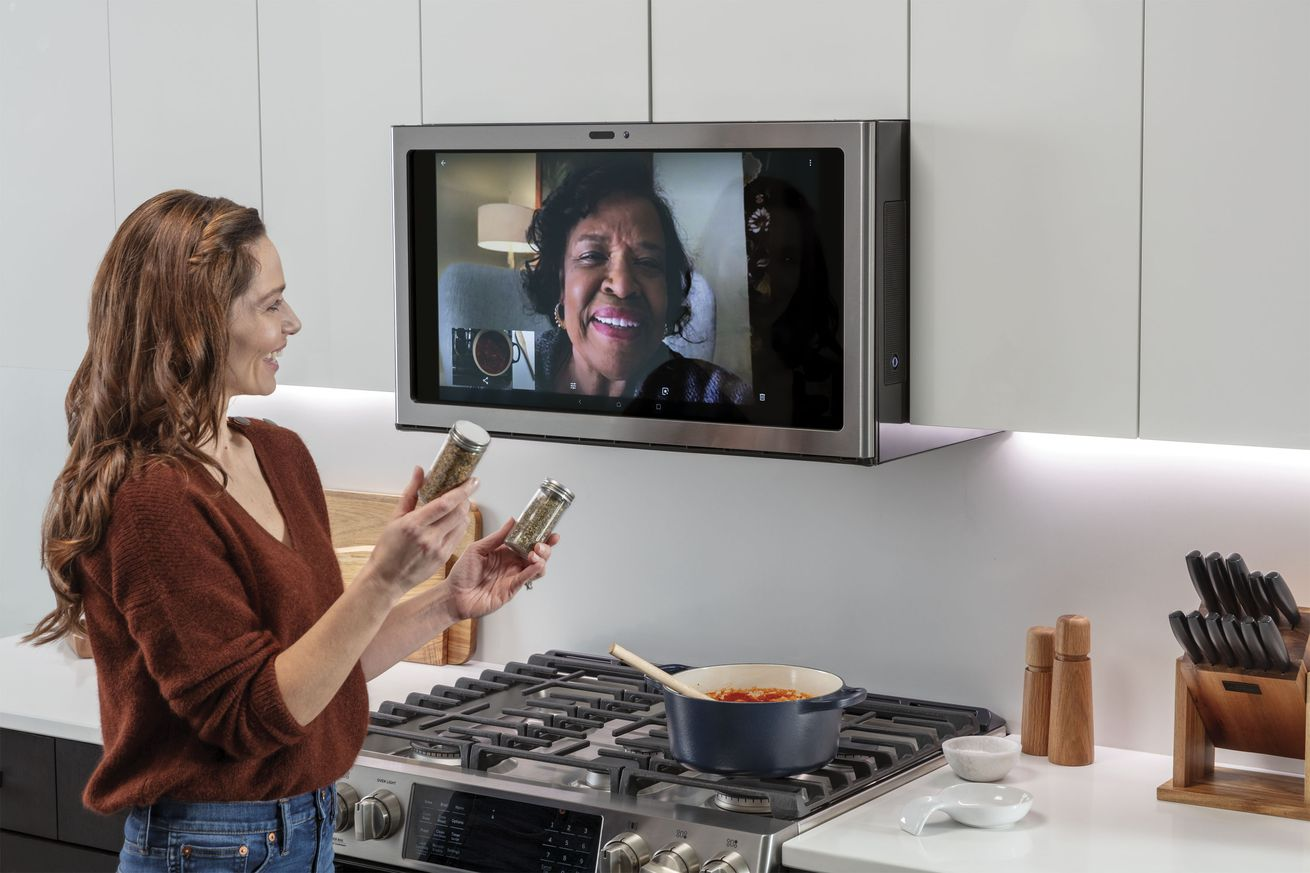 91372_015_HUB_Kitchen.0 GE made a 27-inch smart display for above your stove that streams Netflix and Spotify