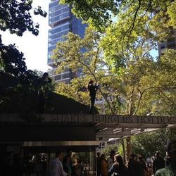 There were Shake Shack staff stationed everywhere.