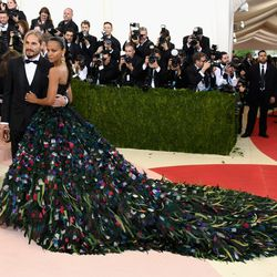 Marco Perego and Zoe Saldana, who is wearing a Dolce & Gabbana  dress, clutch, and Louboutin heels.