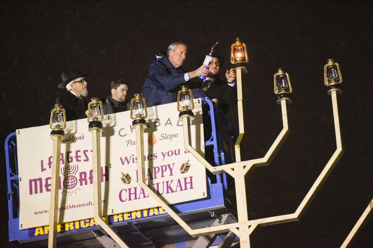 Mayor Bill de Blasio delivers remarks at the menorah lighting for the last night of Hanukkah. Grand Army Plaza, Brooklyn. Sunday, December 29, 2019