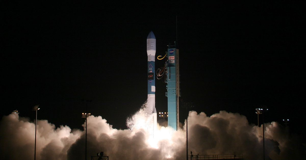 photo image Watch the last flight of the Delta II rocket as it puts a laser-pulsing satellite into orbit