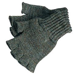 """Men's lambswoool <a href=""""http://www.barbour.com/us/mens-clothing/gloves/wool/accessories/fingerless-gloves"""">Fingerless Gloves</a> in Green ($27)."""