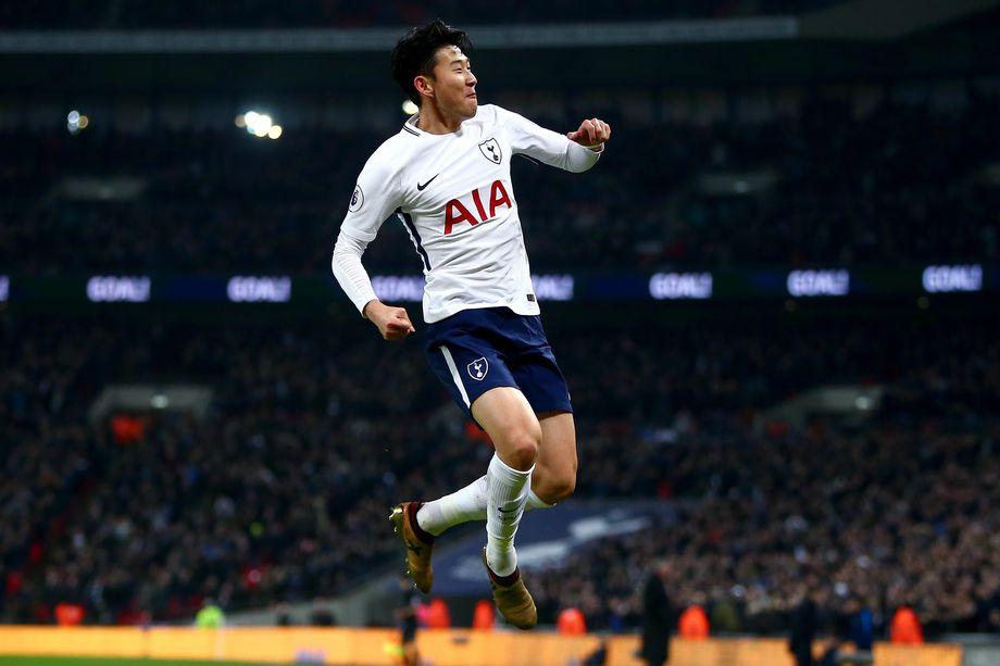 Son Heung-Min esulta dopo aver segnato una rete con il Tottenham nello stadio di Wembley. Foto: Jordan Mansfield/Getty Images.