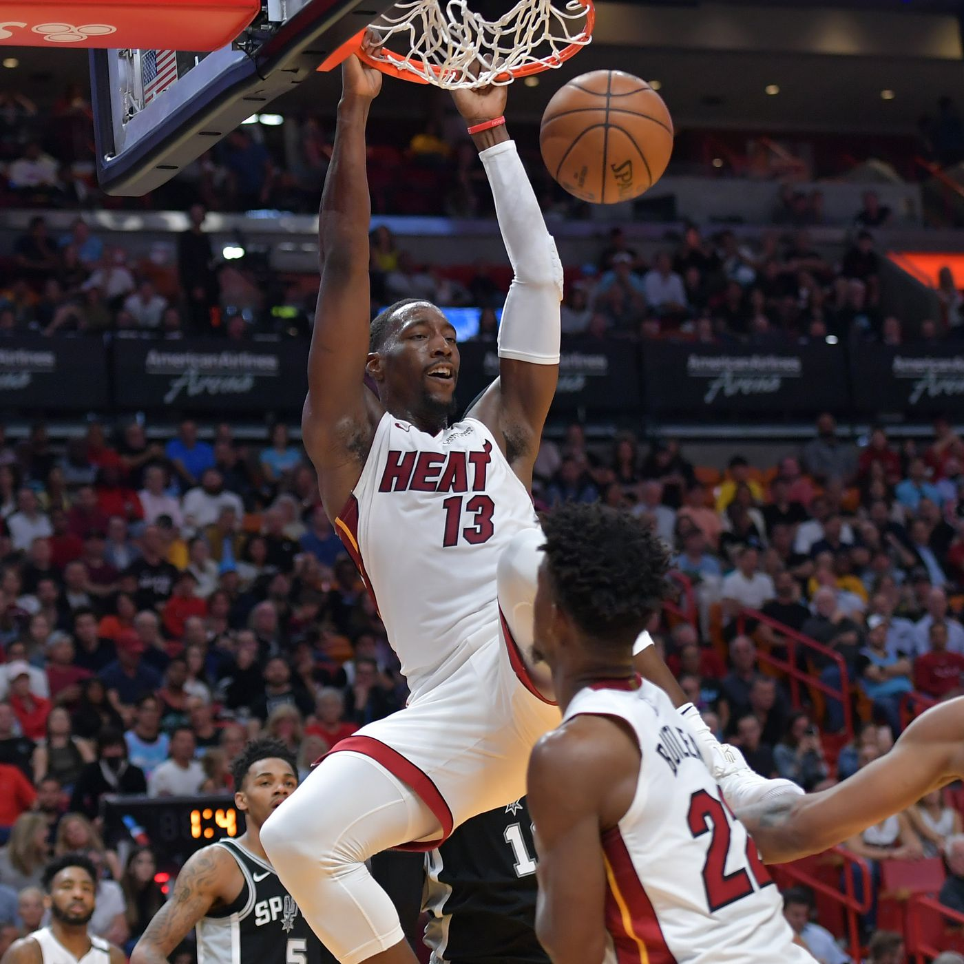 San Antonio Vs Miami Final Score Spurs Unable To Keep Pace Get Beaten Late By The Heat 106 100 Pounding The Rock