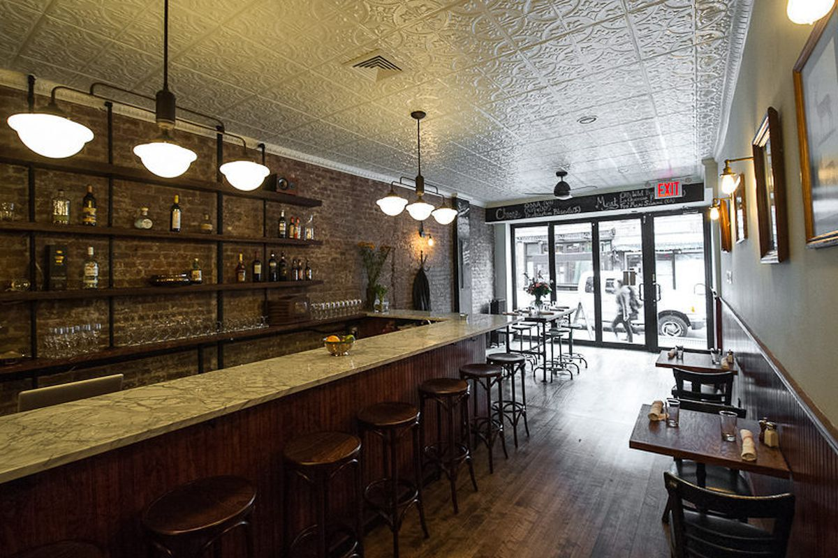 """<a href=""""http://ny.eater.com/archives/2012/12/hunters_a_lodgelike_restaurant_on_smith_street.php"""">Hunter's, NYC</a>"""