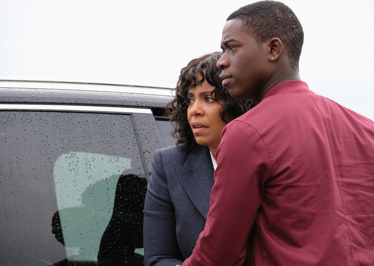 """Nina (Sanaa Lathan) is dropping off son Dorian (Damson Idris) at college in the """"Replay"""" episode of """"The Twilight Zone.""""   CBS Interactive"""
