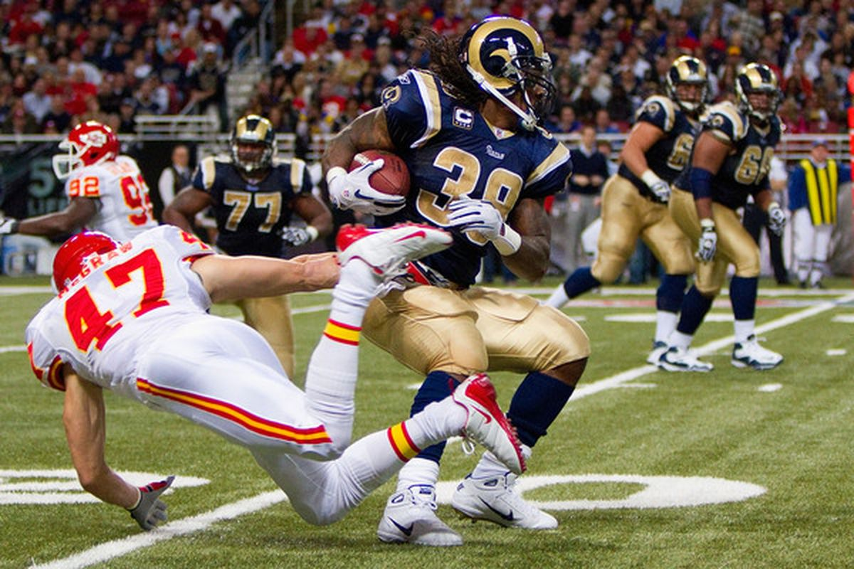 Steven Jackson #39 of the St. Louis Rams slips a tackle by Jon McGraw #47 of the Kansas City Chiefs at the Edward Jones Dome on December 19 2010 in St. Louis Missouri.  The Chiefs beat the Rams 27-13.  (Photo by Dilip Vishwanat/Getty Images)