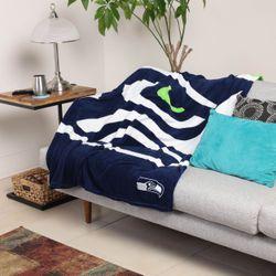 <strong>Supreme Slumber Plush Throw Blanket</strong>