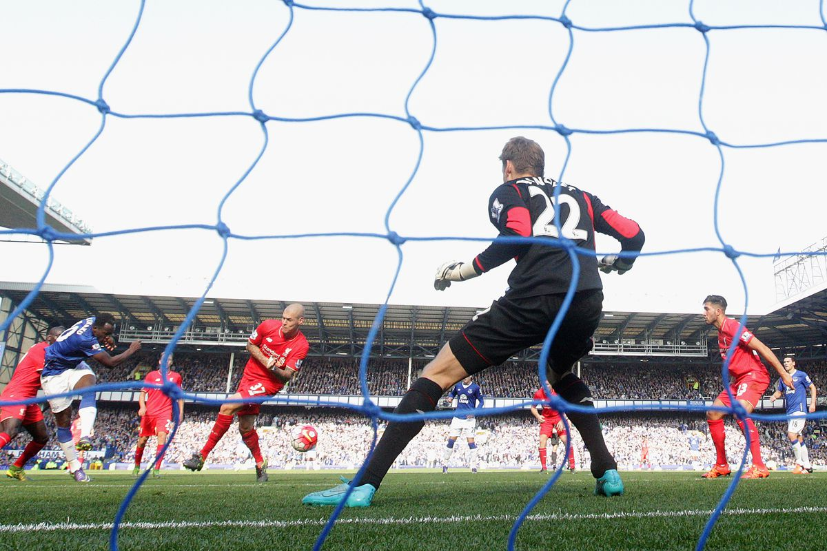 Romelu Lukaku equalizes for Everton.