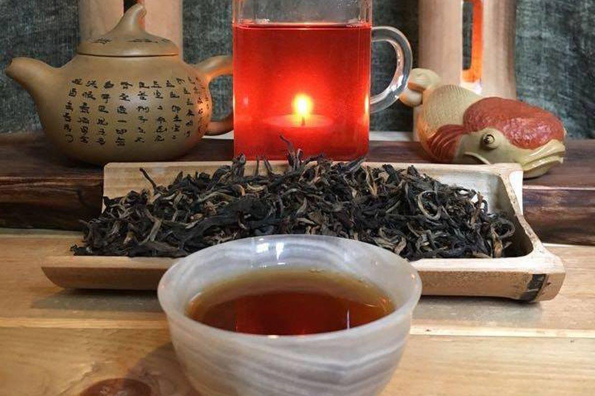 Wei Long Dong's tea setup