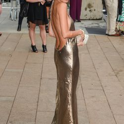 Nicole Richie's super low-back metallic gown at the 2013 CFDA's was everyyyyything.