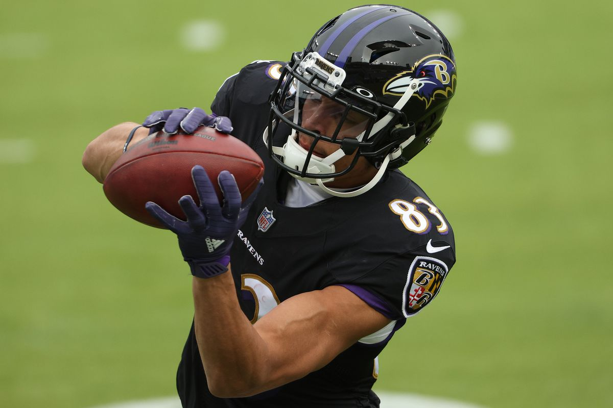 Wide receiver Willie Snead #83 of the Baltimore Ravens warms up before playing against the Tennessee Titans at M&T Bank Stadium on November 22, 2020 in Baltimore, Maryland.