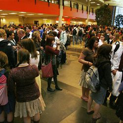 Hundreds of high school students around the area, including those at Murray High, received text messages asking them to show support for LDS Church President Gordon B. Hinckley by dressing in Sunday dress for school Monday.