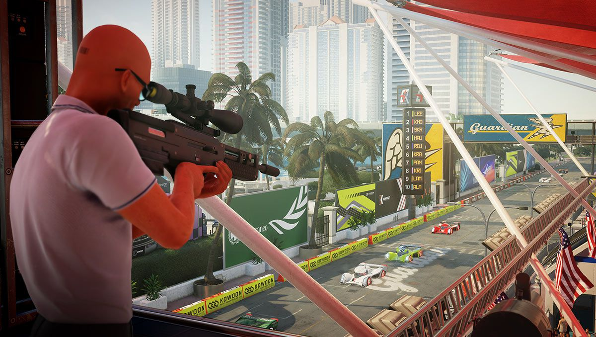 Hitman 2 - Agent 47 aims a scoped rifle at a racetrack