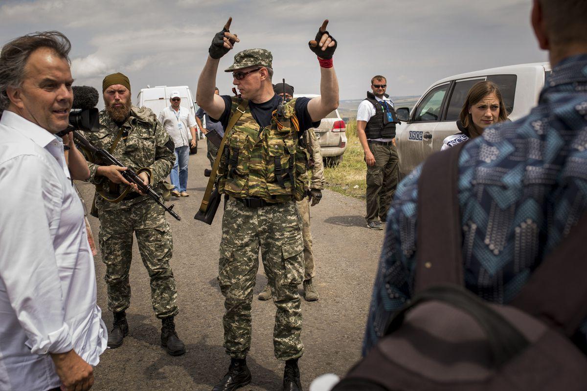 Ukraine's rebels herd reporters in Donestk