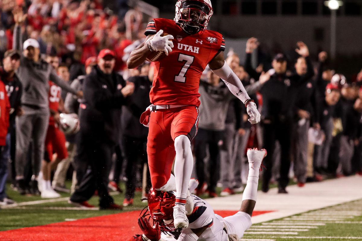Utah Utes wide receiver Demari Simpkins (7) runs in a long pass from quarterback Tyler Huntley (1) for a touchdown, putting the Utes up 21-0 over the Arizona Wildcats after the PAT, at Rice-Eccles Stadium in Salt Lake City on Friday, Oct. 12, 2018.