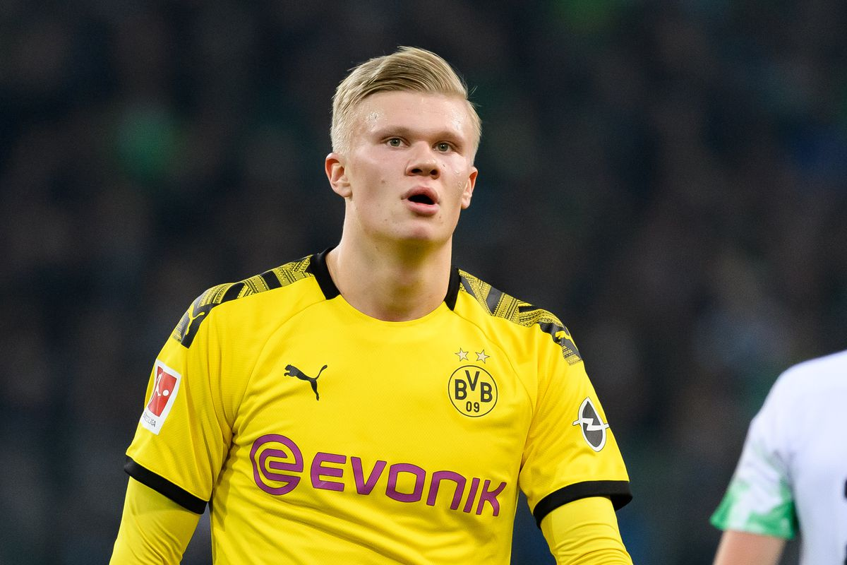 Erling Haaland of Borussia Dortmund looks on during the Bundesliga match between Borussia Moenchengladbach and Borussia Dortmund at Borussia-Park on March 7, 2020 in Moenchengladbach, Germany.