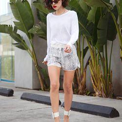 "Karla of <a href=""http://www.karlascloset.com/"">Karla's Closet</a> is wearing <a href=""http://www.shopbop.com/rebecca-taylor/br/v=1/2534374302023845.htm"">Rebecca Taylor</a> leopard shorts, a <a href=""http://www.madewell.com/madewell_category/TEESANDMORE.j"