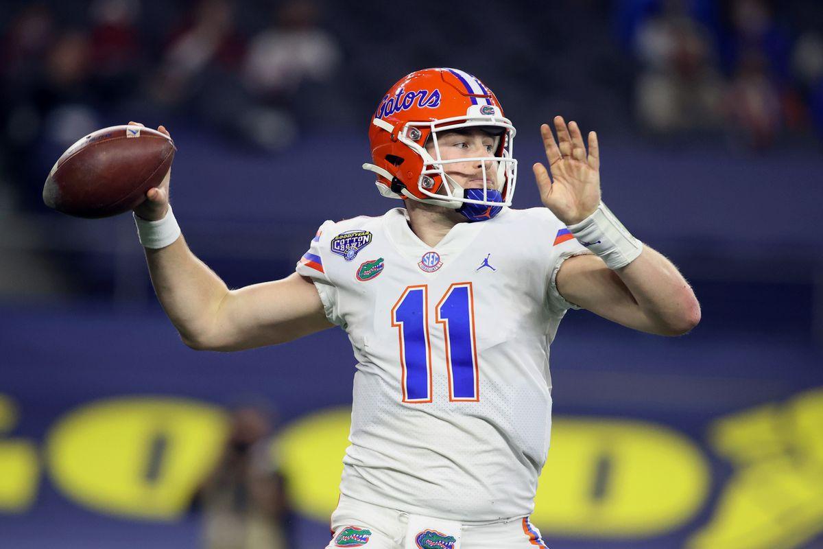 Florida Gators quarterback Kyle Trask (11) throws a pass against the Oklahoma Sooners in the second quarter at ATT Stadium.