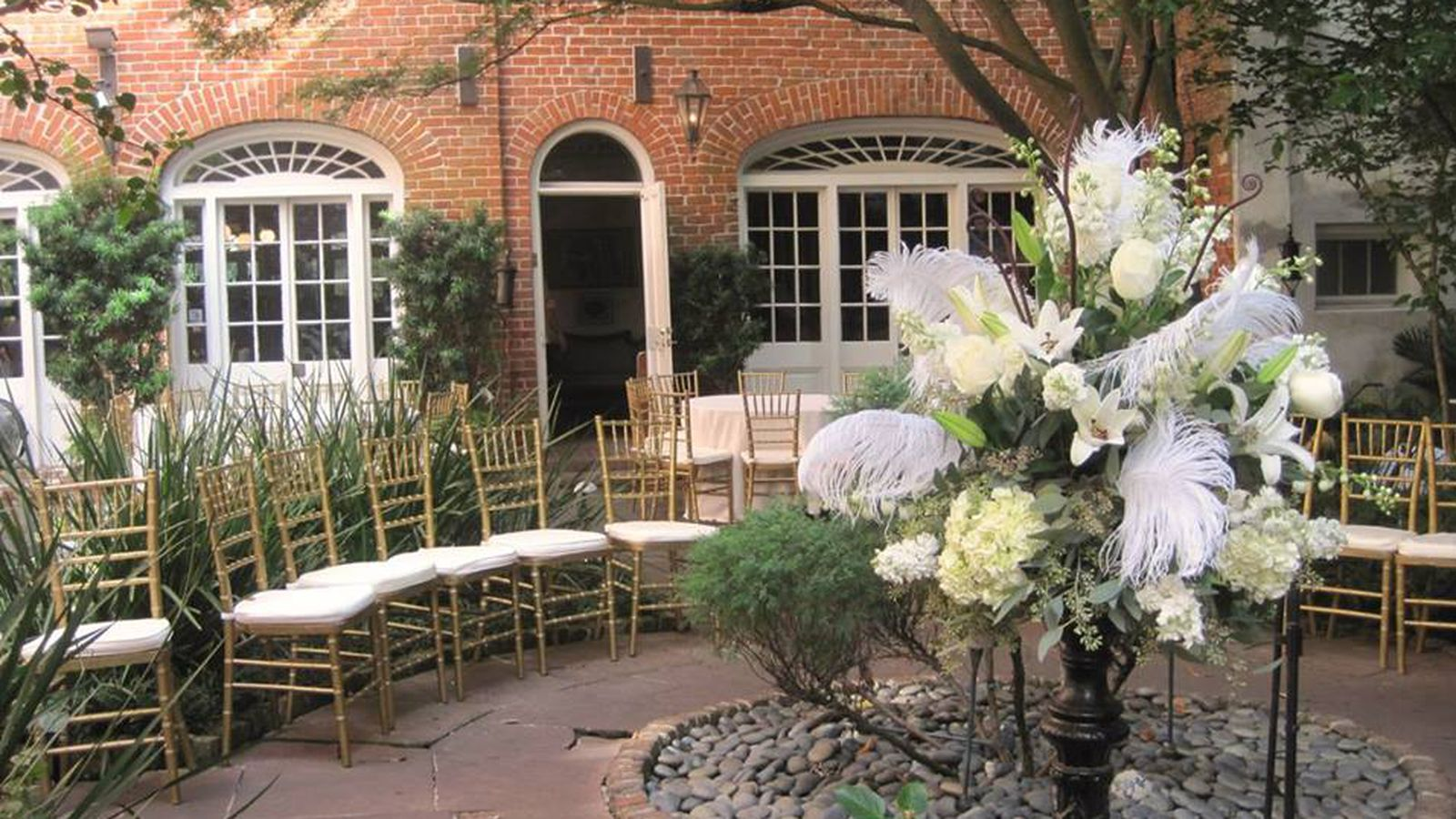 16 incredible new orleans restaurants for your wedding day for Best private dining rooms new orleans