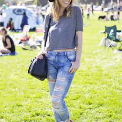 Laura is wearing Zara jeans with an H&M tee and OVS shoes