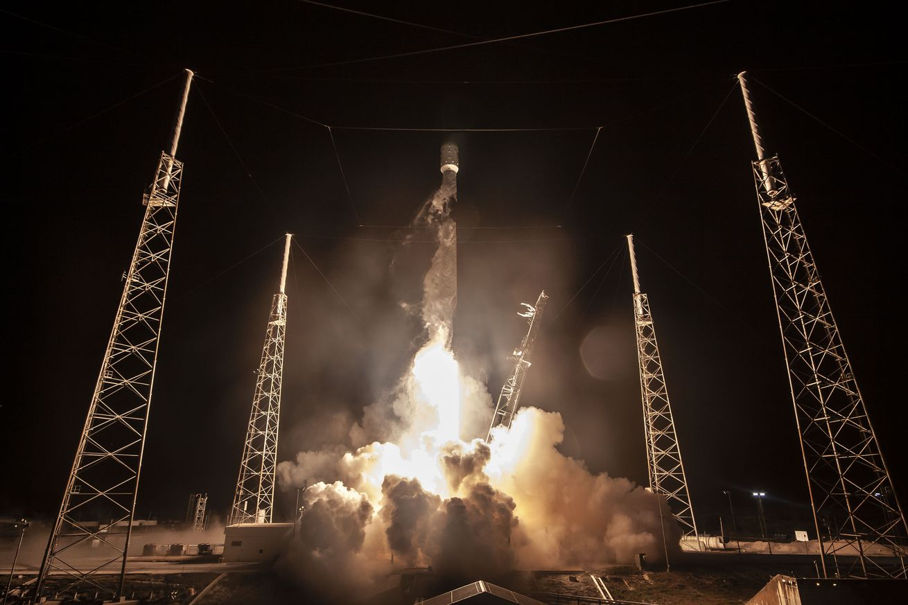 Watch SpaceX launch the first 60 satellites of its massive Starlink internet constellation