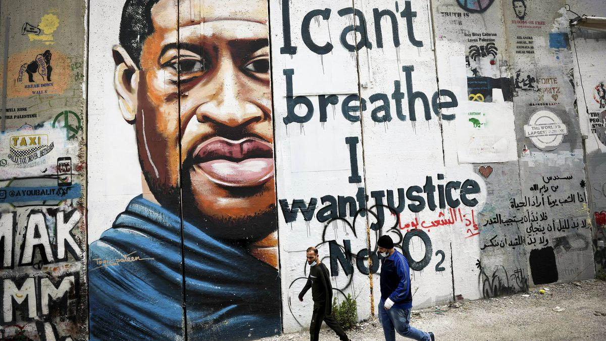 """A George Floyd mural in Bethlehem features a picture of Floyd and the words, """"I can't breathe, I want justice not O2."""""""