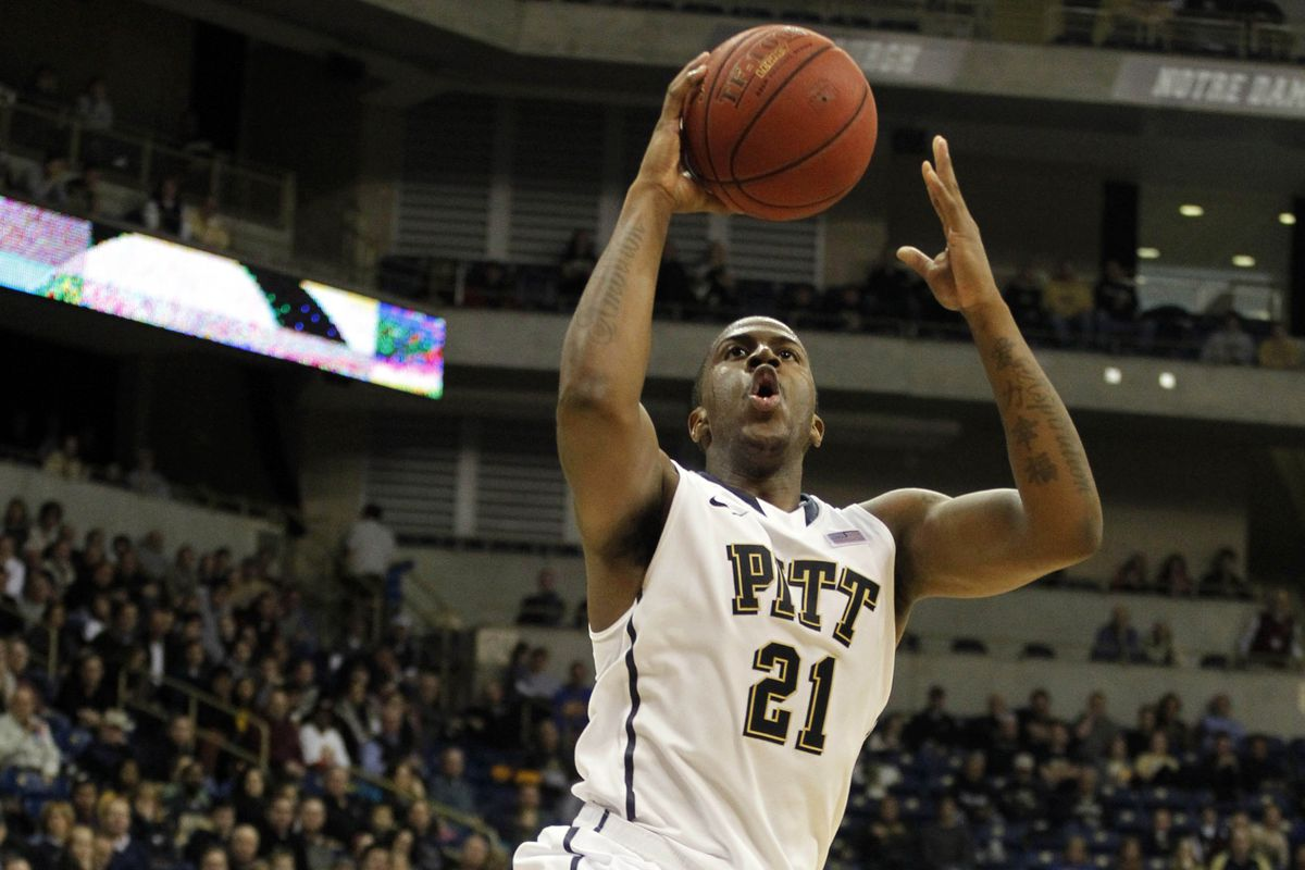 Lamar Patterson leads Pittsburgh in both points (17.2) and assists (4.6).