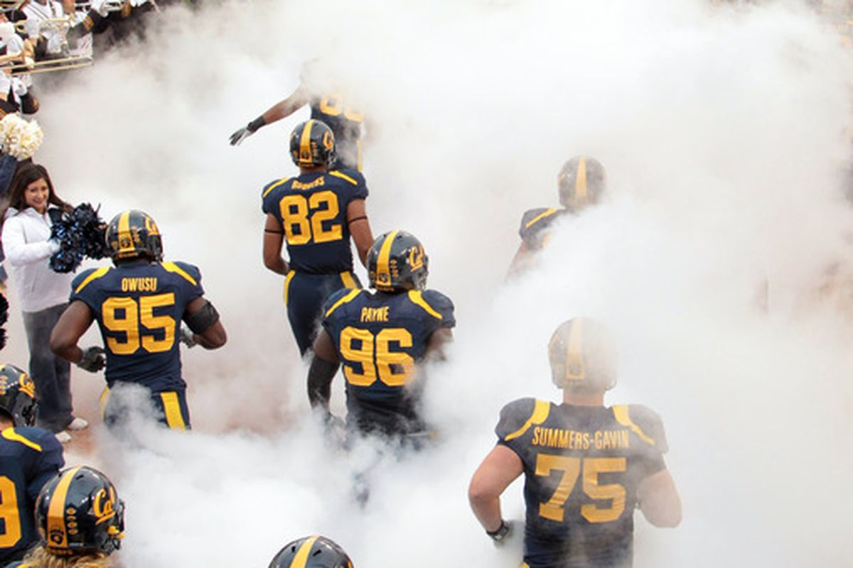 SAN FRANCISCO, CA - NOVEMBER 05:  The California Golden Bears run on to the field for their game against the Washington State Cougars at AT&T Park on November 5, 2011 in San Francisco, California.  (Photo by Ezra Shaw/Getty Images)