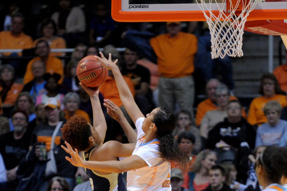 Protip: Mercedes Russell is way taller than everyone else in this game. This might be a prophetic picture.