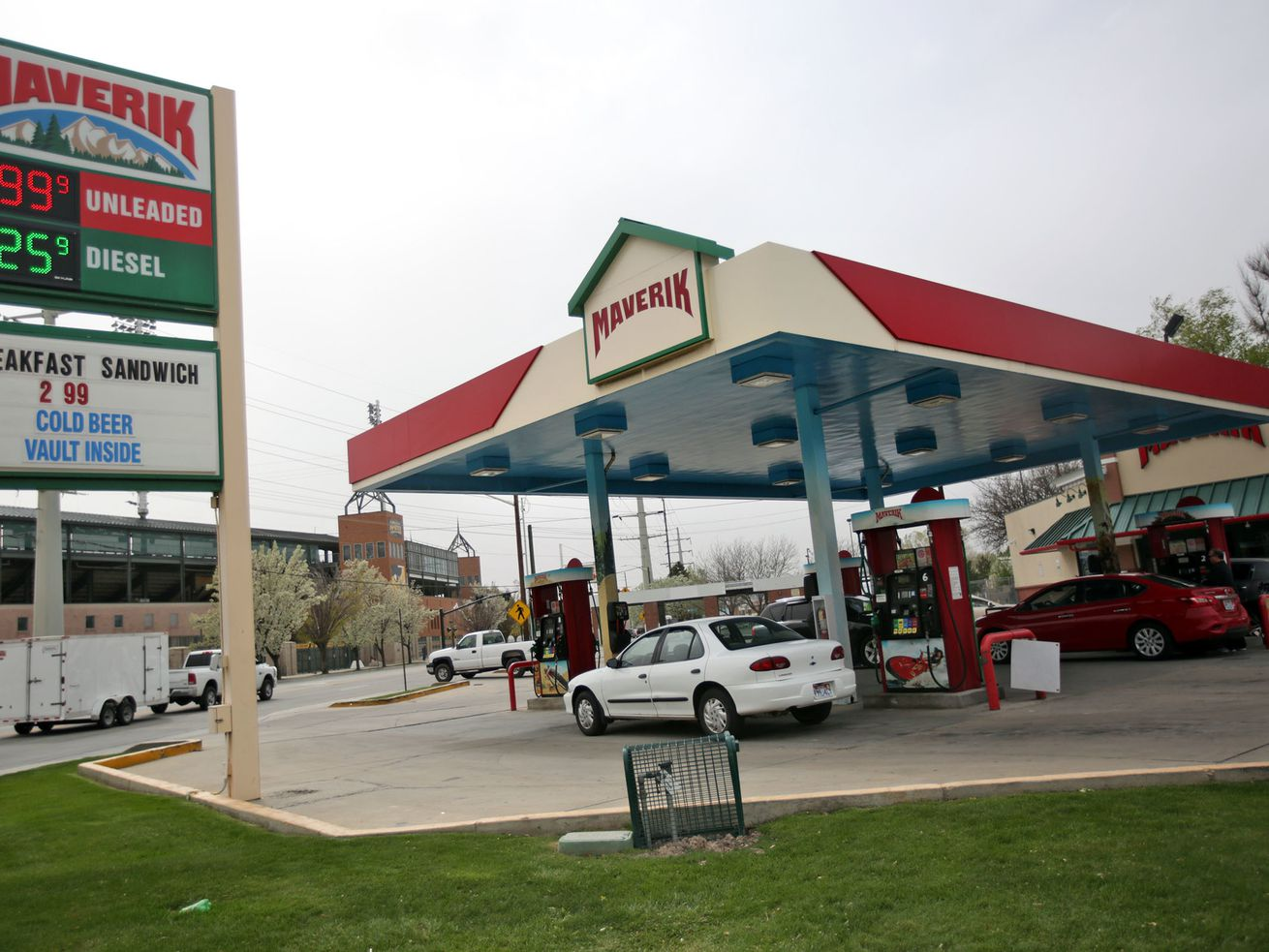 Should lawmakers boost the gas tax or impose tolls?