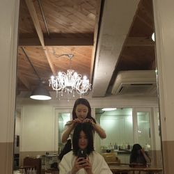 Wandering around Seoul and seeing so many girls with short bobs inspired me to chop off my own hair—a full inch above my shoulders! I was pretty nervous because this is the shortest I've ever gone, but I trusted my hairdresser. I've been going to her for