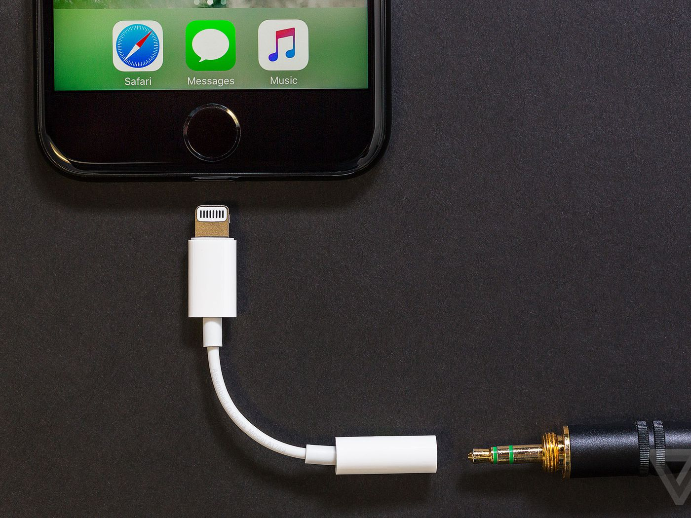 Apple No Longer Ships Free Headphone Dongles With New Iphones The Verge